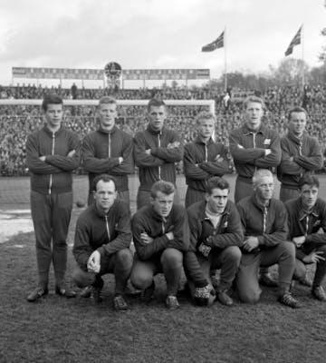 Cupfinalelaget 1962: Bak fra venstre: Øyvind Sande, Harald Bersaas, Per Sønstabø, Øyvind Risanger, Egil Andersen, Karsten Mortveit. Foran: Sigurd Odland, Dagfinn Aspen, Reidar Olsen, Arne Pensgård, Jan Hessen